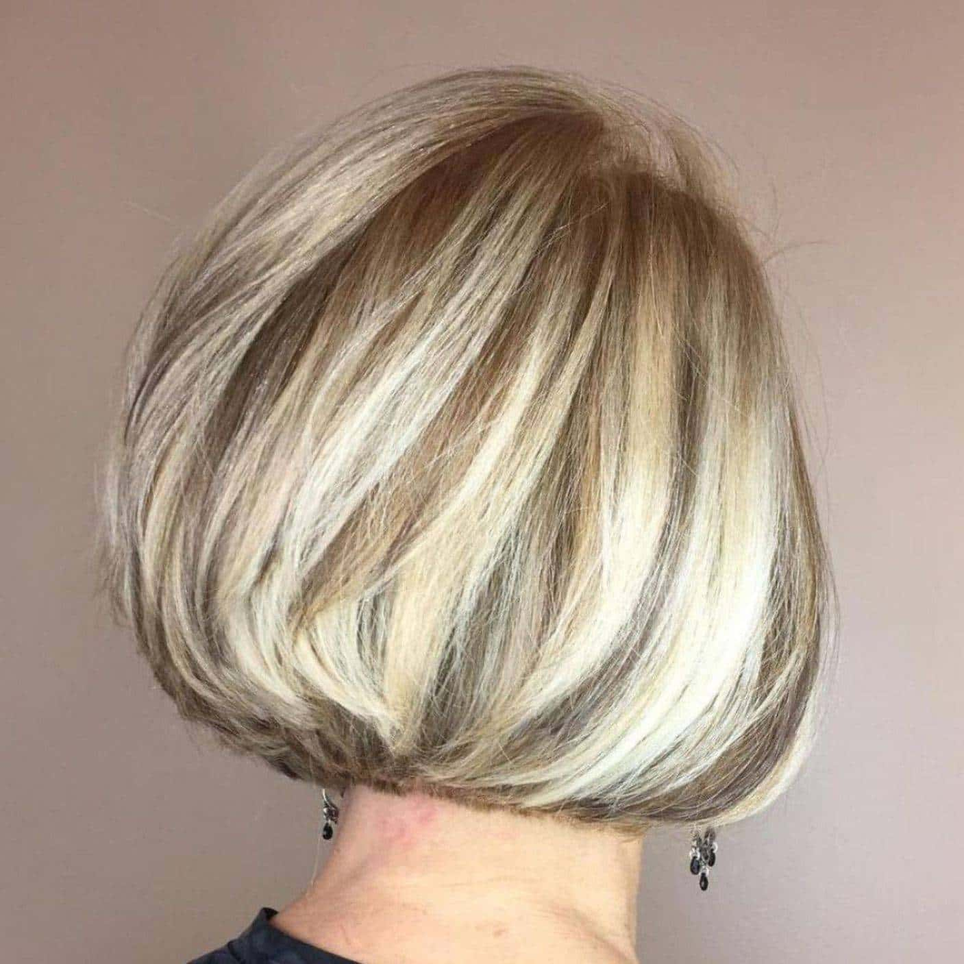 20 Best Short Hairdos For Women Over 60 That Will Take 20 Years Off Your Face_31