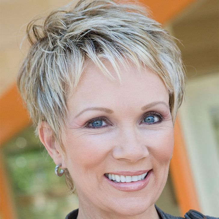 20 Best Short Hairdos For Women Over 60 That Will Take 20 Years Off Your Face_40