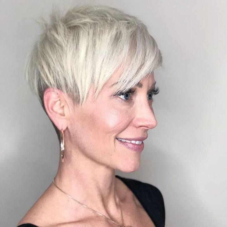 20 Best Short Hairdos For Women Over 60 That Will Take 20 Years Off Your Face_48