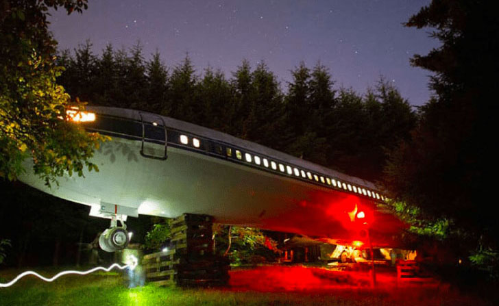 man-buys-a-boeing-727-for-100k-and-turns-it-into-his-home-look-inside_10