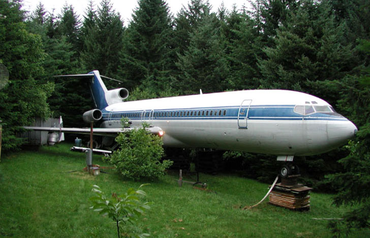 man-buys-a-boeing-727-for-100k-and-turns-it-into-his-home-look-inside_12