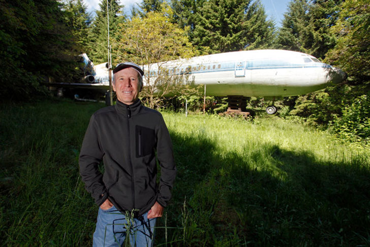 man-buys-a-boeing-727-for-100k-and-turns-it-into-his-home-look-inside_2