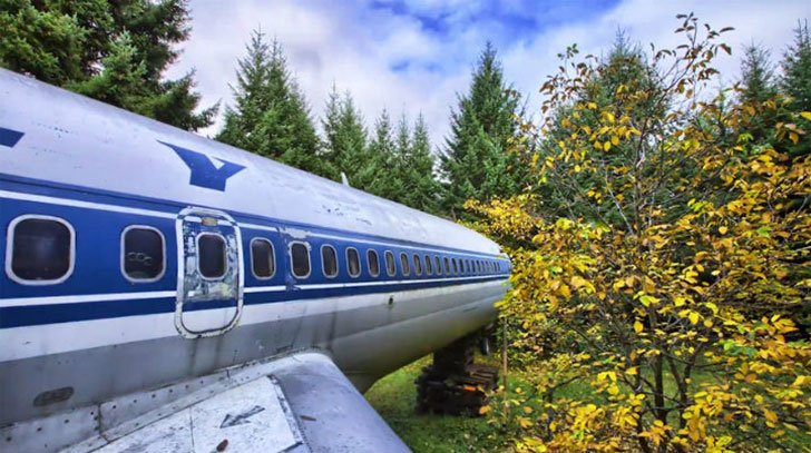 man-buys-a-boeing-727-for-100k-and-turns-it-into-his-home-look-inside_21