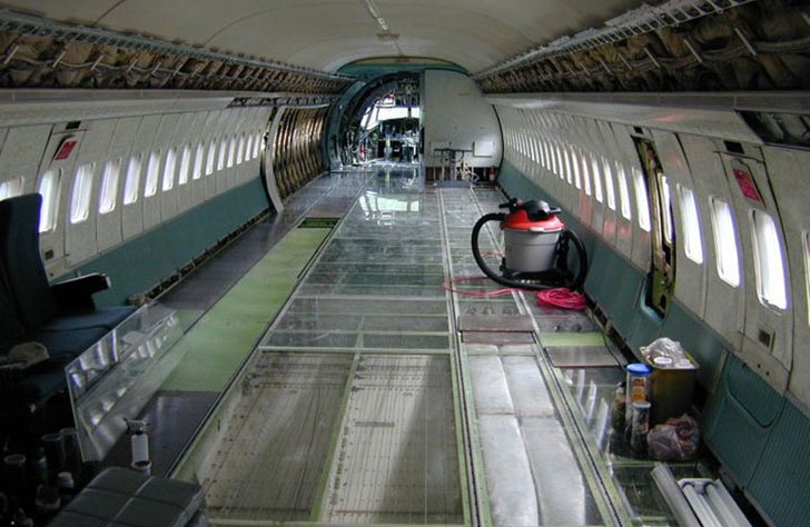 man-buys-a-boeing-727-for-100k-and-turns-it-into-his-home-look-inside_3