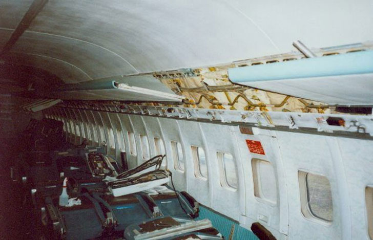 man-buys-a-boeing-727-for-100k-and-turns-it-into-his-home-look-inside_4