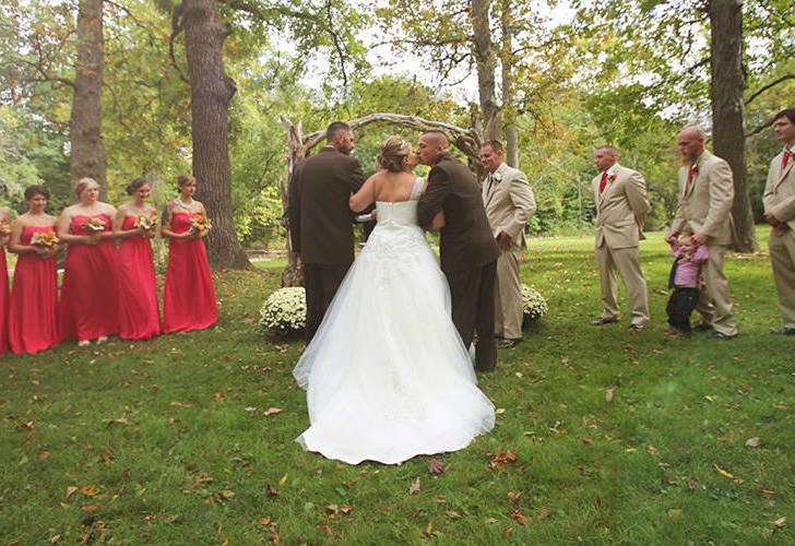 one-bride-andamp-two-dads-the-most-heartwarming-moment_5