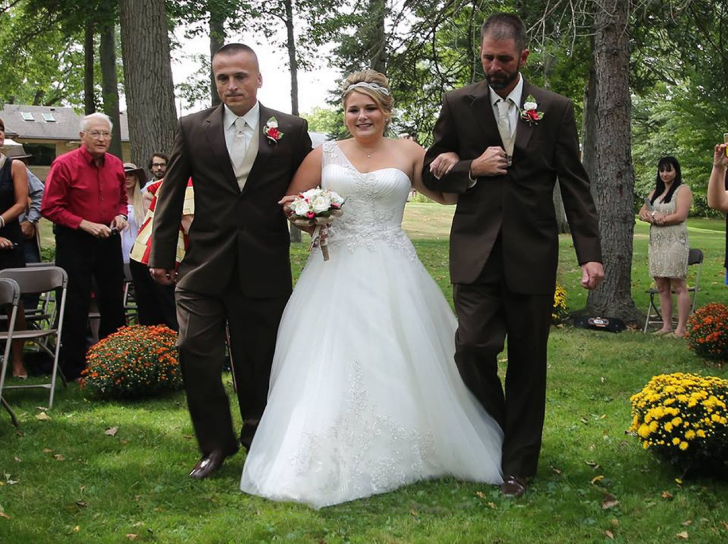 one-bride-andamp-two-dads-the-most-heartwarming-moment_6