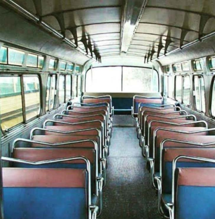 see-how-woman-turned-a-vintage-bus-into-a-masterpiece_7