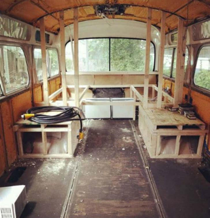see-how-woman-turned-a-vintage-bus-into-a-masterpiece_8