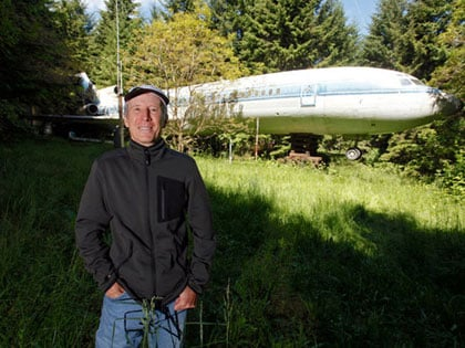 Man Buys A Boeing 727 For $100K And Turns It Into His Home, Look Inside