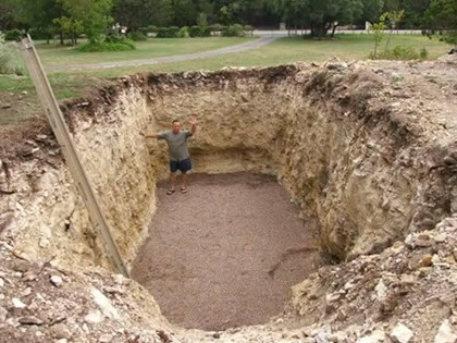 Man Digged A Huge Hole In His Backyard, And What He Did With It Will Make You Jealous